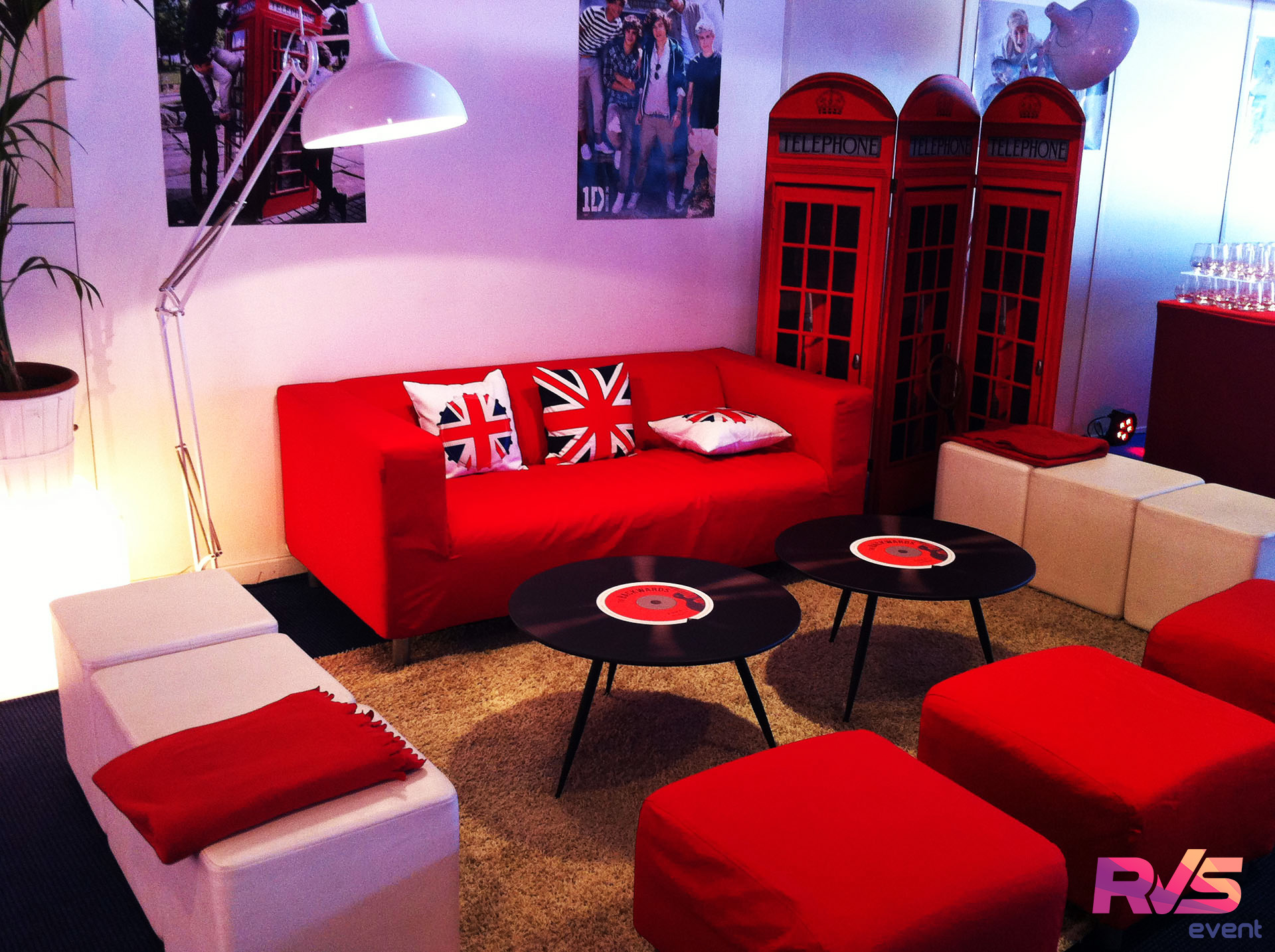 location mobilier lounge salon vip one direction sdf. Black Bedroom Furniture Sets. Home Design Ideas