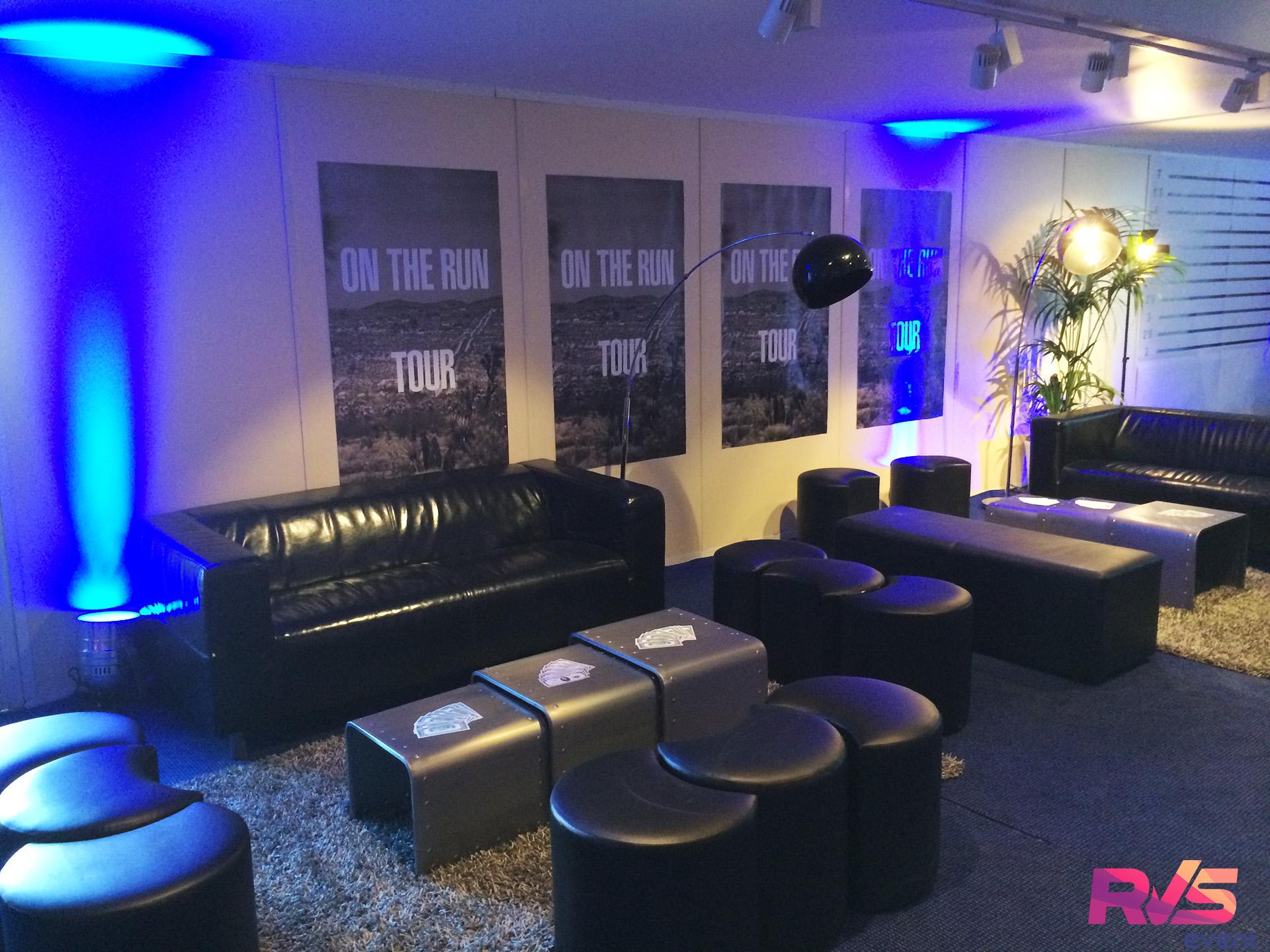 Location projecteurs et mobilier pour salon vip ile de for Location mobilier salon