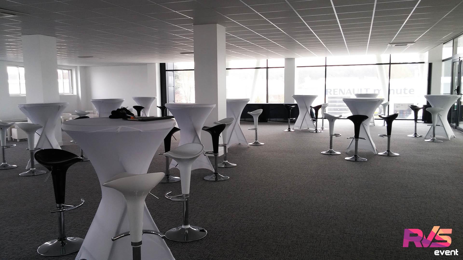 Location de mobilier lounge salon vip inauguration st maximin for Mobilier pour salon