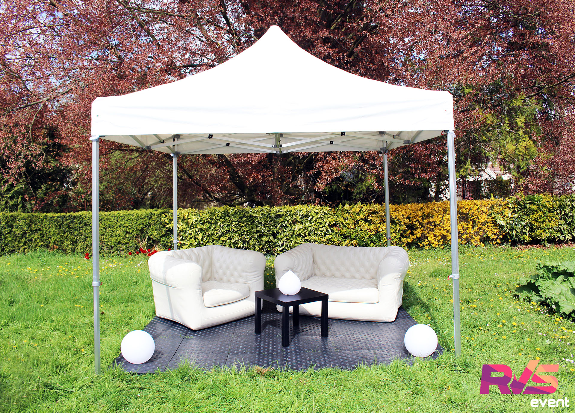 Canapés & Fauteuils Chesterfield & Tables & Boules lumineuses & Gouttes lumineuses & Tente 3x3 & Sol PVC - RVS Event