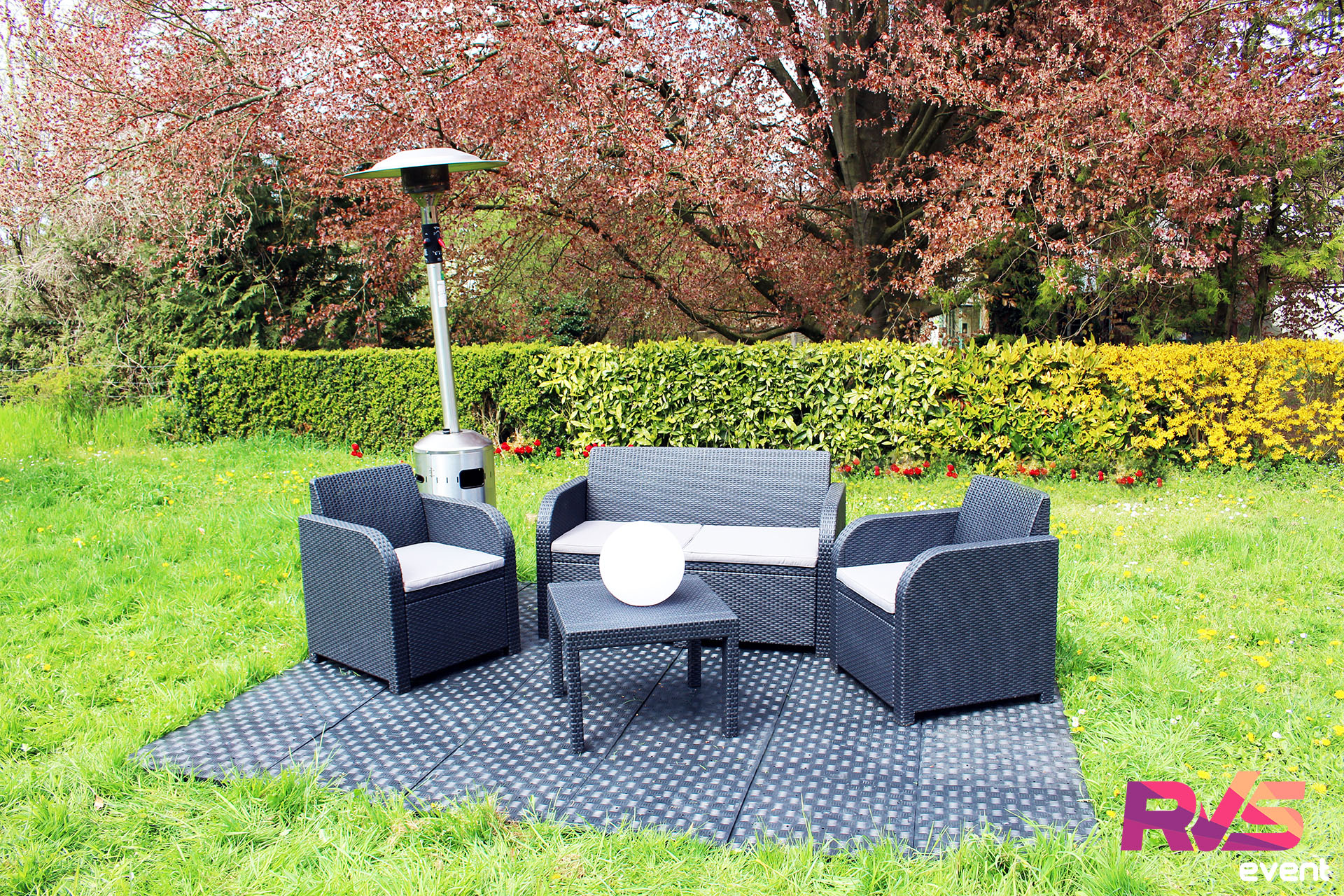Location salons d 39 t tente 3x3 mobilier rvs event for Boules lumineuses jardin
