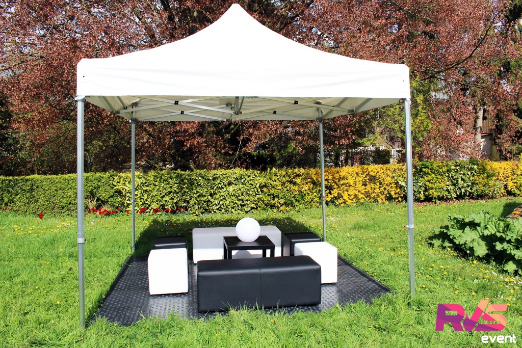 Location de tente 3x3 + banquettes + poufs - RVS Event